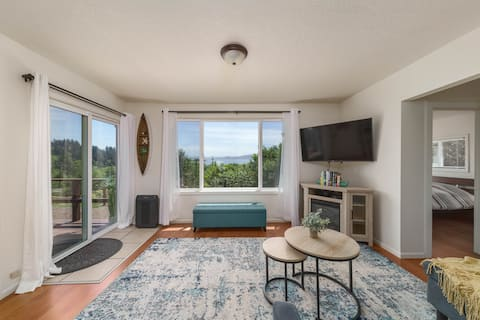 Delightful & private 2 bedroom cottage w/ bay view