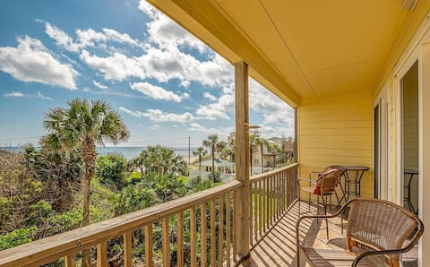 * steps to beach *OCEANFRONT*2BR