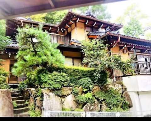 ☆高山の大自然!貸切一軒家!宮大工が手がけた温かみのあるホステル!