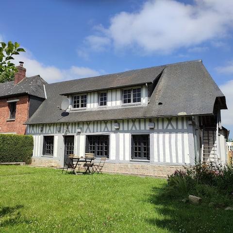 La petite maison Normande au centre de Luneray