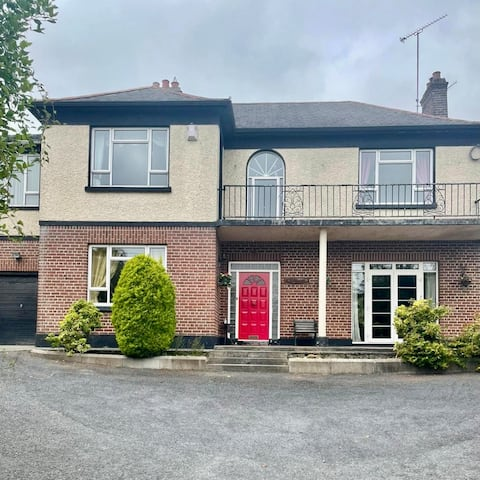 Beautiful Old-Style Home in the centre of town