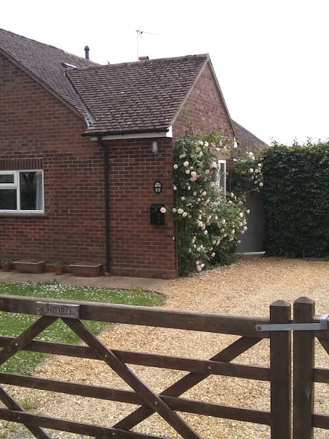 Dog friendly suite with 2 beds on a quiet lane.