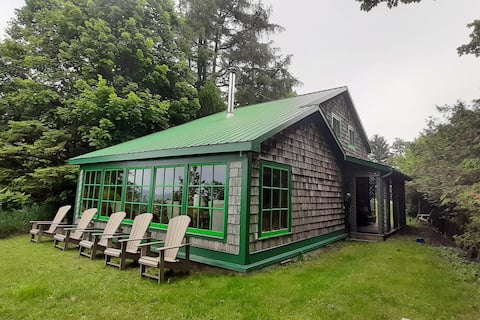 Charming lake-front cottage w/ private beach