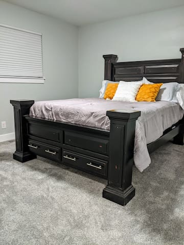 You'll want to sleep in this luxury Queen size bed with new mattresses and quality linens.