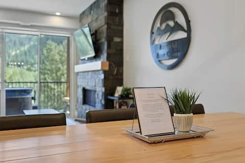 Burfield Basecamp - 3 Bedroom Modern and Stylish