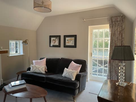 Beautiful 1-bed guesthouse on premises