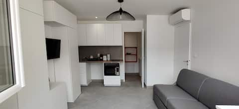Air-conditioned studio 100 m from Horse Rider Beach