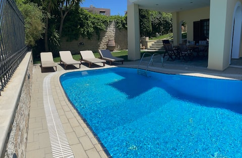 Dim Art Traditional Villa, with private pool