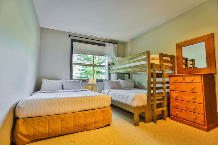 bedroom with a Queen bed, a bunk bed (Twin over Double) and a crib