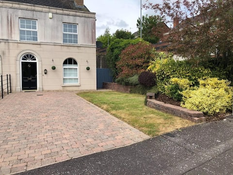 Entire 2 Bed Townhouse Moira
