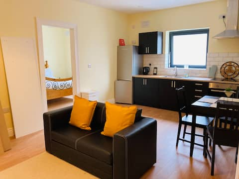 Adorable 1 bed guesthouse with free onsite parking