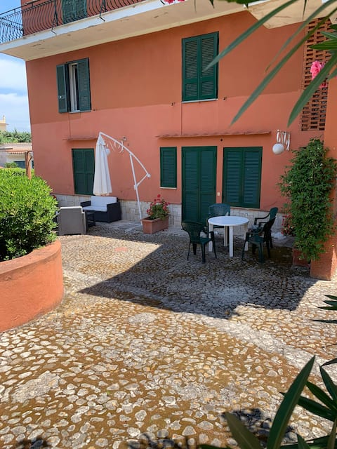 Small apartment in the countryside in the center of Circeo