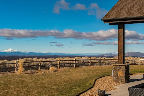 New Listing! Panoramic Mountain View Oasis