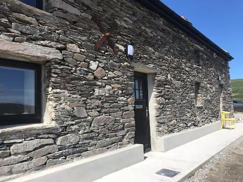 Wonderful stone cottage close by Barleycove Beach