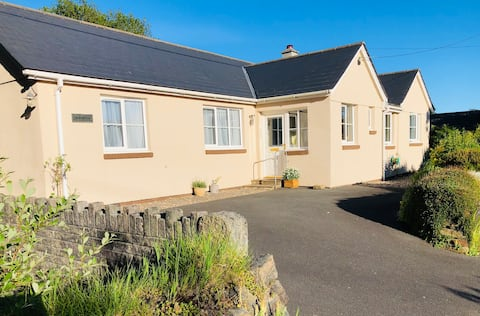 Spacious 4 bedroom bungalow in Tremar Coombe