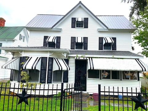 Spacious & Historical 2-Story House on Tangier