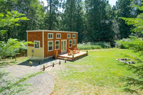 Peaceful and private tiny house in the woods