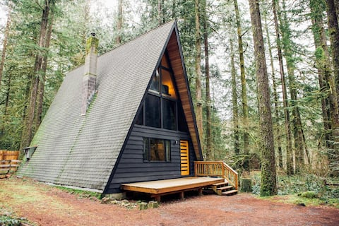 NEW: Beautiful Mountain A-Frame with Hot Tub