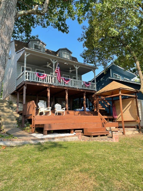 Hamilton Hideaway is a cheerful waterfront cabin