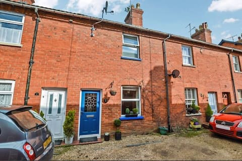 Delightful two bedroom house with pretty garden