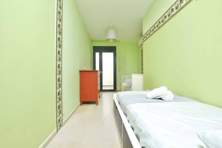 Bedroom 6: 2 Single Beds