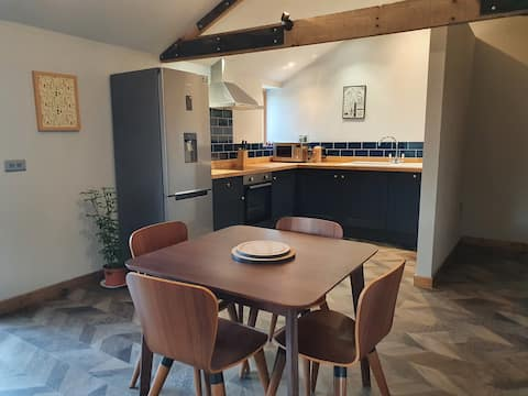 Newly converted barn in coastal countryside 2 bed