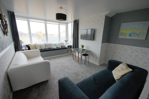 Top floor apartment with rooftop views over Filey