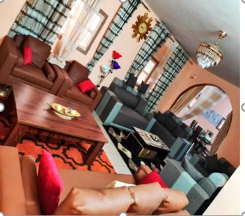 GOUDOMP : Agréables chambres d'hôtes climatisées