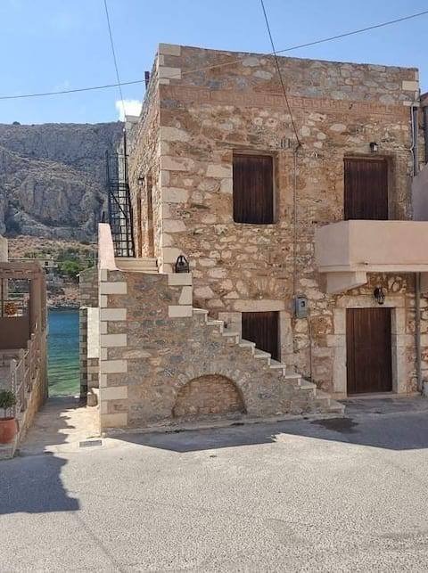 GEROLIMENAS TRADITIONAL HOUSE BY THE SEA-PERIMENIS