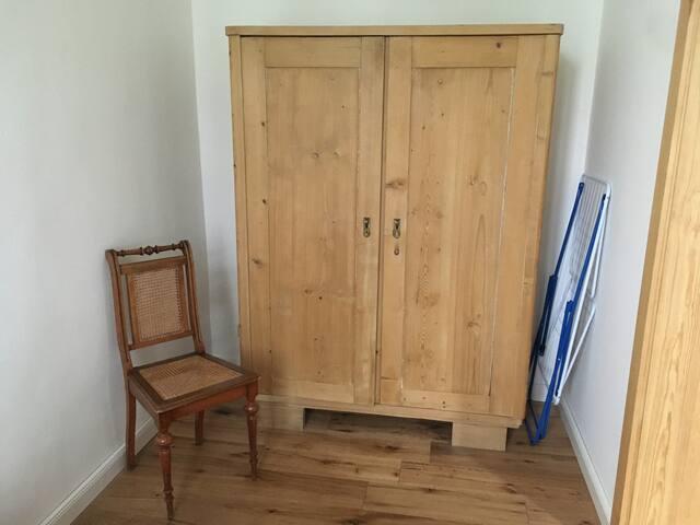 Schlafzimmer/Kleiderschrank