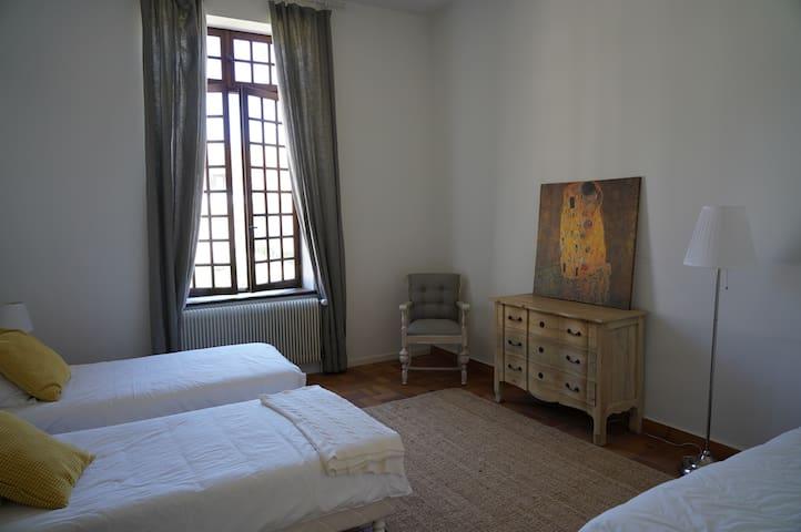 Chambre II, 3 lits simple