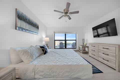 Amazing 6th floor beachfront condo wonderful views