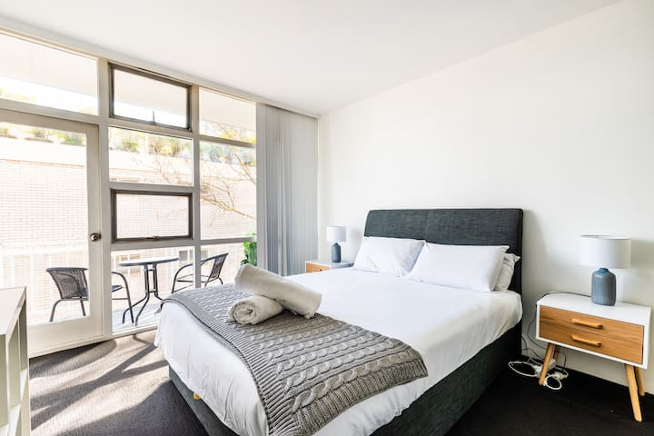 Sleep easy in a sumptuous queen-sized bed, topped with crisp white linens. There is ample wardrobe space for your belongings and direct access to the balcony.