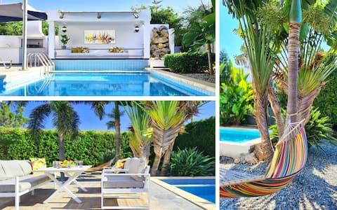 """Luxury design villa""""Aurora""""with privat garden&pool"""