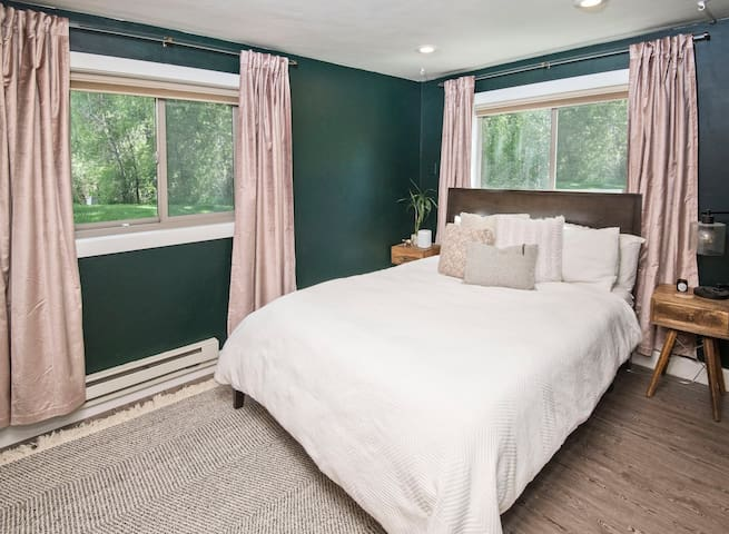 Master bedroom with en-suite bathroom and memory foam mattress. Crack the window and hear the peaceful sounds of the river.