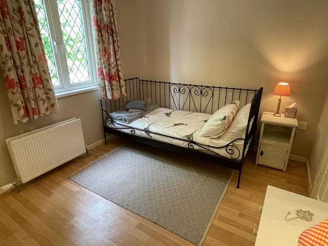 Cute day bed in the second bedroom (with another single across the room)
