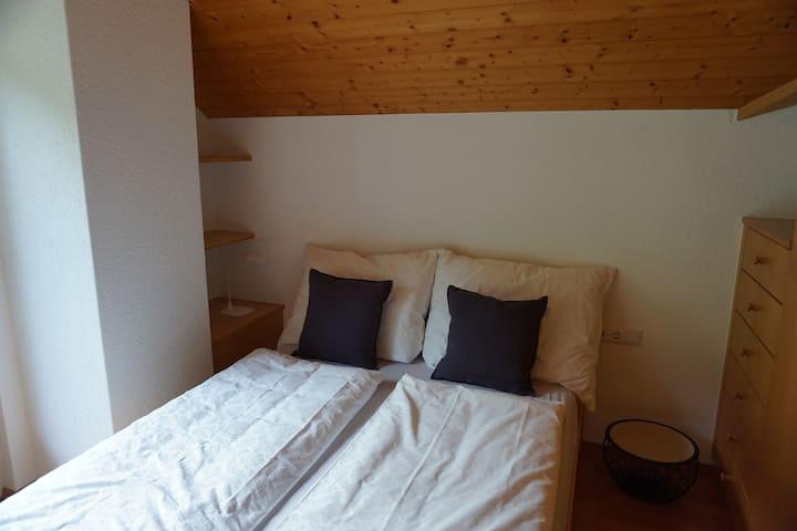 Schlafbereich (nicht getrennt vom Wohnraum) Bett 200 x 140 cm