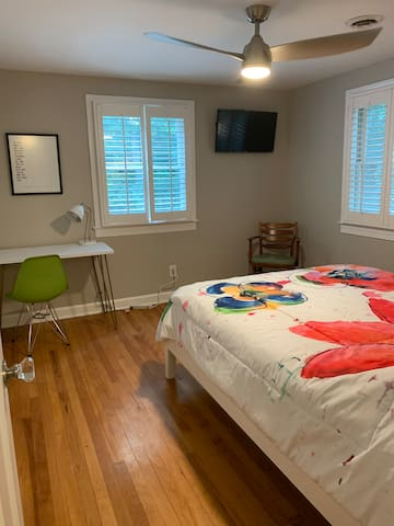 Our artist's retreat with a special shout-out to one of Raleigh's favorite sons, David Sedaris. Brand new queen mattress, dedicated work area and Roku tv with usb ports on every lamp and an extra power strip by the bed.