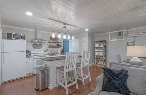 Adorable 1 bedroom cottage style home