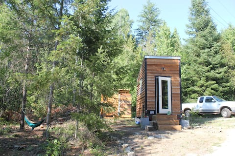 Rooted Shala Tiny Home in Rural Nelson $85 a night