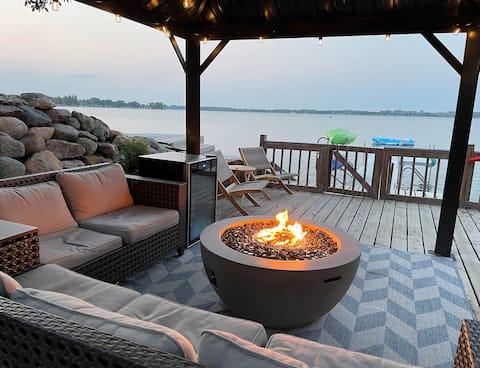 Ζεστή καμπίνα δίπλα στη λίμνη με άνετο εξωτερικό χώρο