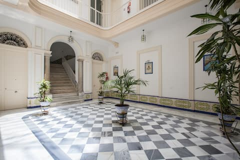 Apartamento MUY CENTRICO en casa palacio