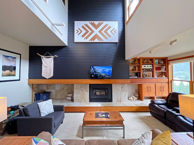 Spacious living room with gas fireplace.