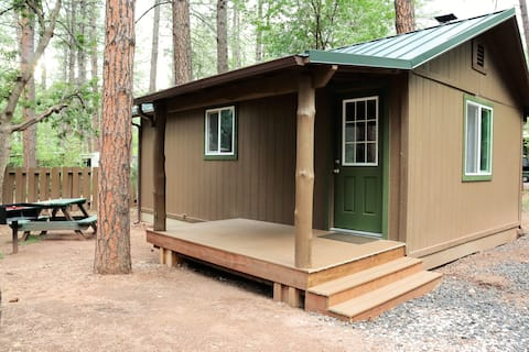 Newly remodeled, private one-bedroom cabin