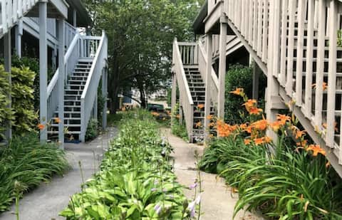 Charming 2BR~ Private Patio~Steps Away From Beach!