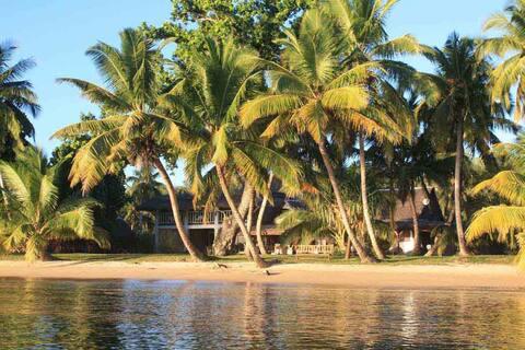 Villa Jumellea, strand och pool