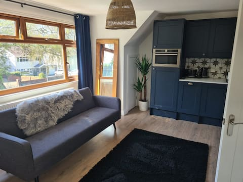 Beautiful 1 bedroom apartment with garden views