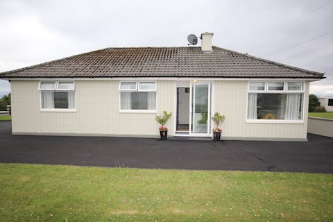 Newly Renovated 3 bedroom Bungalow in Cromane Lr.
