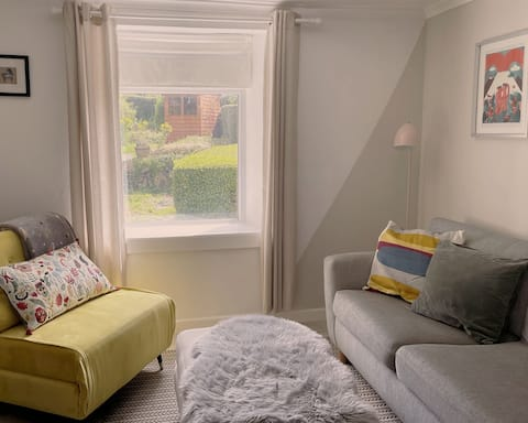Cosy 2-bedroom family cottage centrally located.
