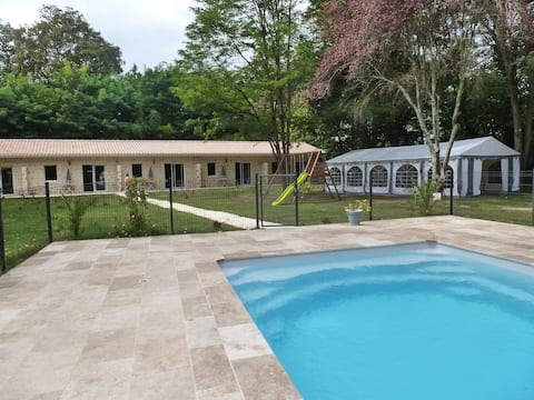5 cottages T2 20 people  in total with swimming pool
